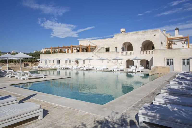 Borgo Egnazia is a 21st century creation that sparks the imagination with its characterful buttresses and the higgledy-piggledy layout of the casette around the central Piazza.