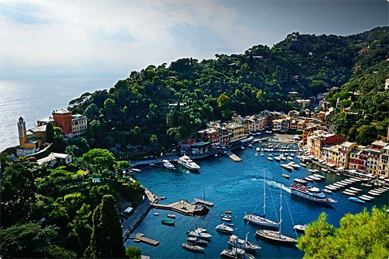 Portofino is probably the most desired seaside place to stay in the Italian Riviera and was the preferred of the rich and famous from its 1950s heyday onward.