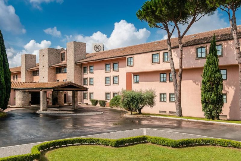 Surrounded by landscaped gardens, Sheraton Parco De' Medici Rome Hotel features a 27-hole golf course and an outdoor pool.